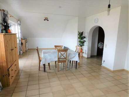 4 Zimmer Wohnung mit großem Balkon in zentraler Lage