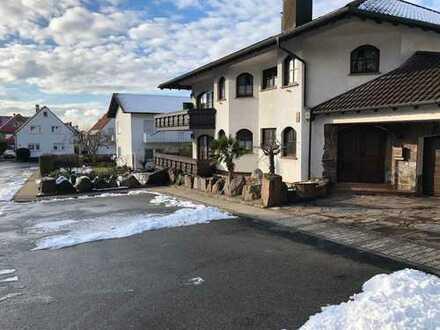 Neuwertige 5-Zimmer-Wohnung mit Balkon in Malschenberg
