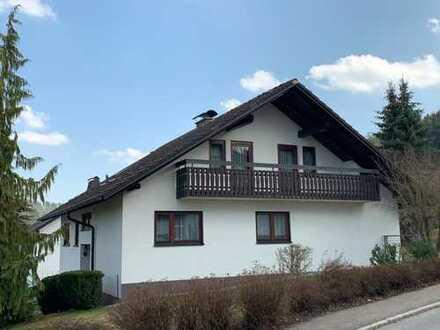 Gepflegtes Wohnhaus mit Doppelgarage und schönem Garten
