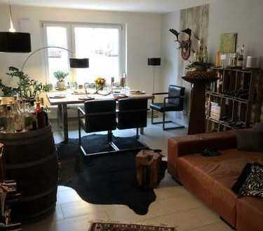 Stilvolle, geräumige 2-Zimmer-Hochparterre-Wohnung mit Balkon und Einbauküche in Regensburg