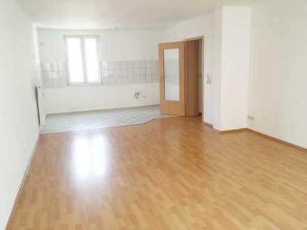 Helle Wohnung ab 01.03.20, Laminat, offene Wohnküche, Tageslichtbad mit Wanne u. Dusche