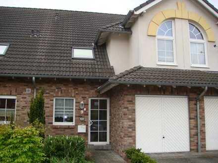 Gepflegtes Reihenhaus mit Einbauküche, Garage und Garten in Brüggen