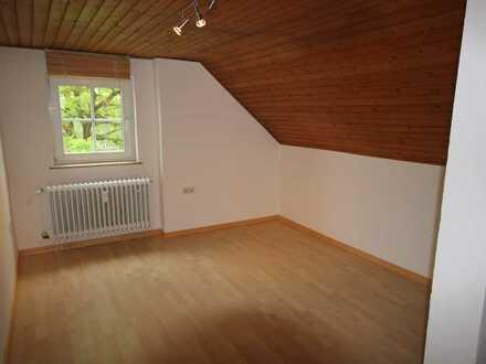 Freundliche, gepflegte 2,5-Zimmer-DG-Wohnung in Kirchdorf an der Amper