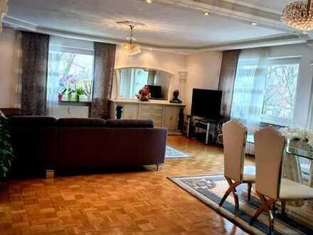 Sanierte 5-Raum-Wohnung mit Balkon und EBK in Ludwigsburg