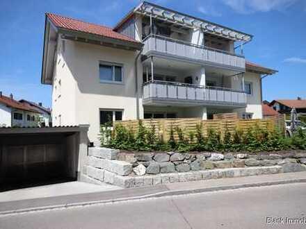 Neuwertige Wohnung mit Gartenanteil, Terrasse, TG-Stellplatz und Außenstellplatz - in Dietmannsried