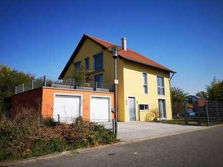 Wohn-Geschäftshaus in Ilvesheim, ca. 200qm Wohnfläche, zusätzlich ca. 200Qm Gewerbe- und Bürofläche.