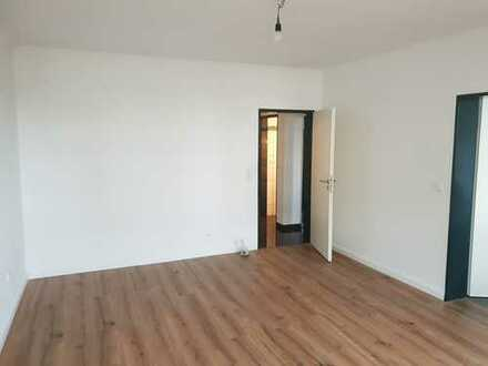 Erstbezug nach Sanierung: freundliche 3-Zimmer-Wohnung mit Einbauküche und Balkon in Bremen
