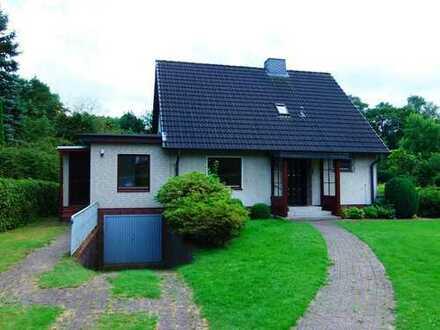 Zweifamilienhaus mit Vollkeller, Terrasse und Garage