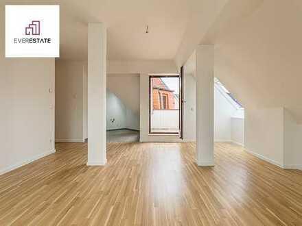 Provisionsfrei und frisch renoviert: Attraktive Dachgeschosswohnung mit Loggia