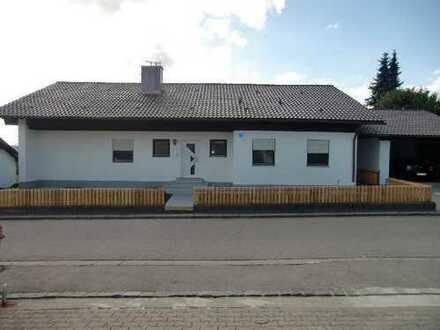 Einfamilienhaus mit großem Garten und Garage in Zaisertshofen