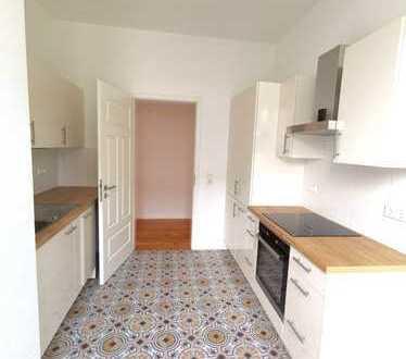 Erstbezug nach Sanierung: 3 Zimmer mit EBK, Terrasse und Wintergarten