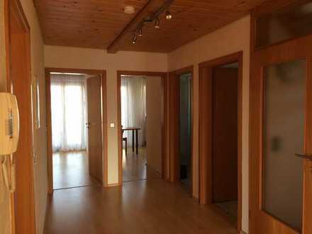 Sonnendurchflutete 4-Zimmer Wohnung mit Einbauküche und Balkon