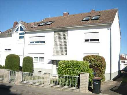 Frisch modernisierte Wohnung mit schönem Balkon und Gartenmitbenutzung
