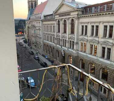 *frisch renoviert* - traumhafte 3-Zimmer Etagenwohnung - Gründerzeitbau im Zentrum - Aufzug - Balkon