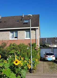 KEINE MAKLERPROVISION In der Stadt im Grünen. Schönes Haus mit Garten und Garage in Essen
