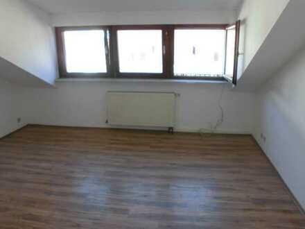 WG Wohnung - 3 Zimmer Wohnung mit Einbauküche