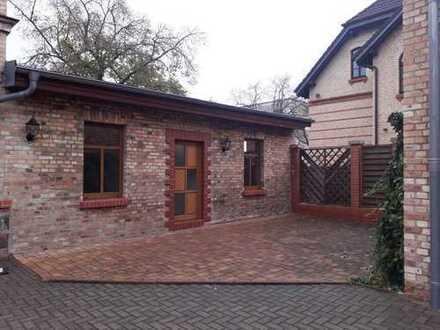 Günstige, vollständig renovierte 4-Zimmer-Hochparterre-Wohnung mit Balkon in Halle (Saale)