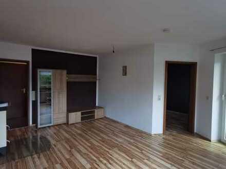 Top Lage: Schöne, helle 2-Zi-Whg mit Kaminofen, Balkon mit Blick ins Grüne, Einbauküche und TG