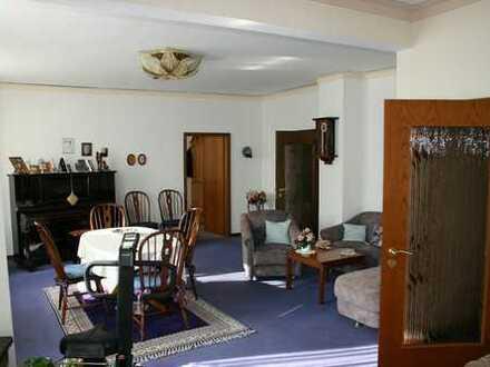 Großzügige 140-qm-Wohnung in zentraler und ruhiger Lage!