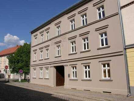 Sanierte 2-Zimmer-EG-Wohnung mit Terrasse und Einbauküche in Altlandsberg