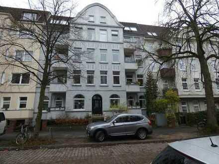 Schöne 3,5 Zimmer Altbauwohnung mit Balkon