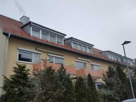 Praktische 2-Zi-DG Wohnung mit großer Küche und Bad mit Außenfenster