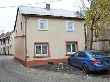 GELEGENHEIT! - Älteres Wohnhaus auf großem Grundstück zu kleinem Preis!