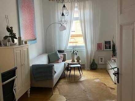 Großzügige, komplett renovierte Etagenwohnung in stilvollem Altbau!