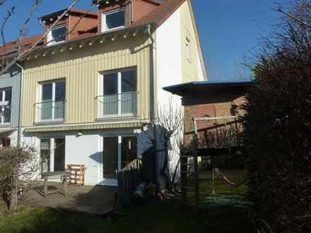 Schönes Haus mit sechs Zimmern in Mannheim, Wallstadt