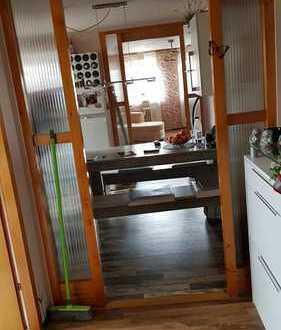 helle ein Zimmer, Küche, Bad Mansardenwohnung