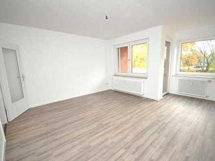 Komplett renovierte 3-Zimmer-Wohnung - Möbel rein und Wohlfühlen:)