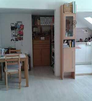 Sehr schön sanierte 1-Zimmer-DG-Wohnung mit Einbauküche in Baden-Baden