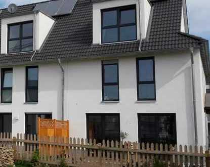 Neubau: Doppelhaushälfte in Groß Schneen, ausbaufähig bis ca. 140 m² Wohnfläche