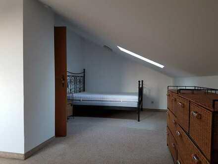 mobiliertes Dachzimmer