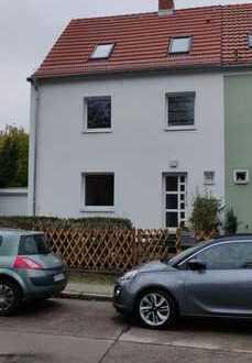 Renovierte Doppelhaushälfte im schönen Zehlendorf