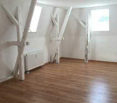 Schöne 3-Raum-Dachgeschoss-Wohnung: Wohnen im ehemaligen Rathaus von Planitz
