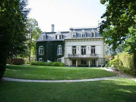 Provisionsfrei: 4 Büros + 2 Konfis in einer repräsentativen Villa mit Park in Innenstadtlage