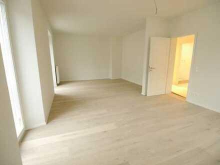 Schöne, geräumige drei Zimmer Gartenwohnung in Augsburg, Pfersee
