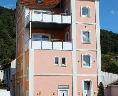 *Günstige Gelegenheit* Hochwertiges 3-FH mit großzügigen Balkonen und tollem Blick auf die Weinberge