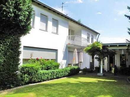 Extravagantes Einfamilienhaus mit Doppelgarage und Schwimmbad