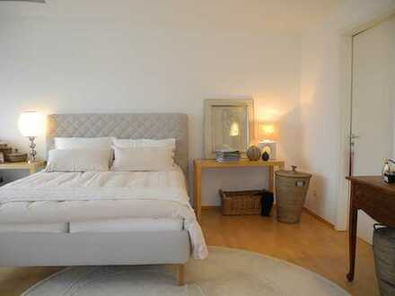 *Wiesbaden* Modernes, kinderfreundliches Haus mit guter Ausstattung (EBK, Garten, Stellplätze uvm.)