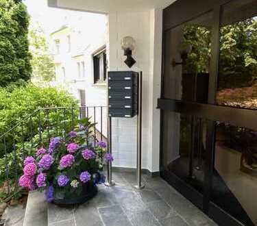 Neu renovierte Wohnung mit zwei Zimmern in Wiesbaden mit 100 qm privatem Garten