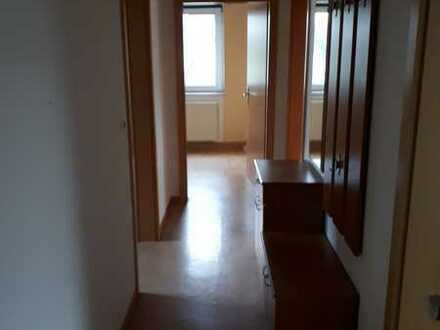 Freundliche 3-Zimmer-Wohnung mit Balkon und Einbauküche in Saarburg