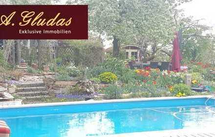 Traumhaft schönes Grundstück zur Neubebauung der Pool ist schon drin.