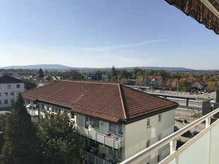 Großzügige, helle 4 - Zimmer Eigentumswohnung mit Südbalkon und Bergblick