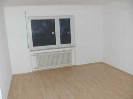 Vollständig renovierte 3-Zimmer-Hochparterre-Wohnung mit Balkon und Einbauküche in Simmozheim