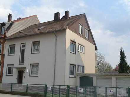 Mehrfamilienhaus mit sehr großem Grundstück in Niederzwehren zu verkaufen