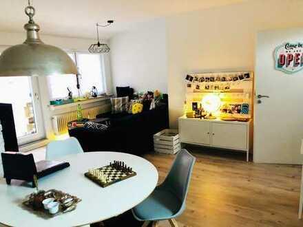 **Moderne und renovierte 3-Zimmer DG Wohnung in guter Lage von Dettingen an der Erms**