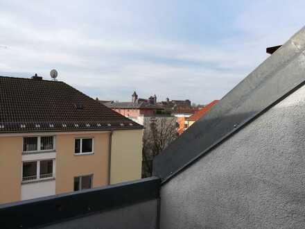 Schöne DG-Wohnung mit Burgblick, Loggia und Klimaanlage