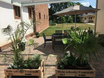 Neuwertige Maisonette-Wohnung mit vier Zimmern und EBK in Edesheim